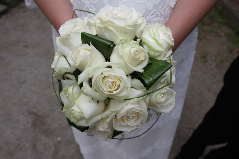 Galerie photo for Bouquet de roses blanches